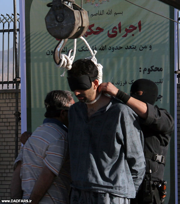 HRANA News Agency – Four men were executed publicly in Shiraz on