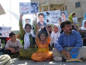 گزارشگری مجموعه از کردستان – ۱۳۸۷ – عکس از آرشیو مجموعه فعالان حقوق بشر در ایران